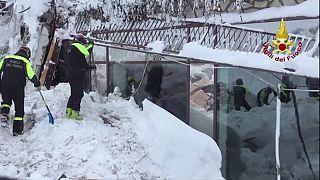 Ascienden a 14 los muertos por la avalancha que sepultó un hotel italiano