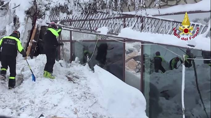ارتفاع عدد ضحايا الانهيار الثلجي في إيطاليا إلى 14 شخصا