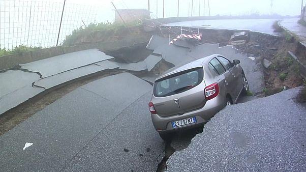 Une route s'affaisse en Italie après de fortes pluies