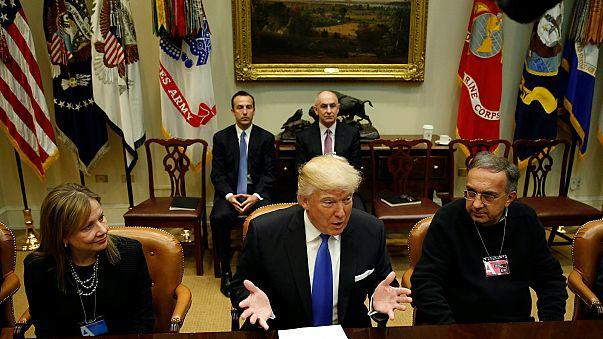"""Trump ai big Usa dell'auto: """"Meno tasse e meno regole, producete qui"""""""