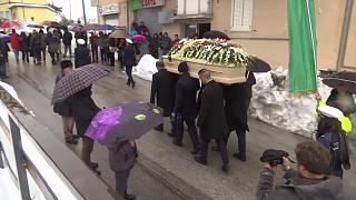 Primeros funerales de las víctimas del hotel Rigopiano