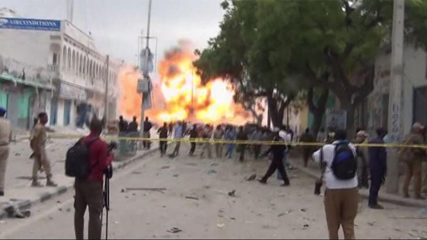 Somali'de bombalı saldırı anı