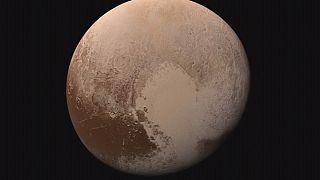New Horizons: Pluto aus der Nähe betrachtet