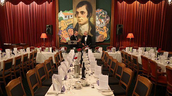 الشاعر الأسكتلندي بيرنز.. إرث ثقافي وهوية وطنية وطبق لحم حمل قصائده الى العالم