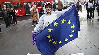 """Неполный Шенген. """"Белая книга"""" Мэй. Медосмотр Греции"""