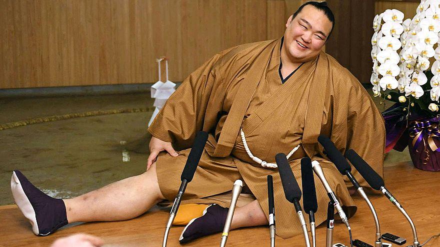 كيسينوساتو أول ياباني يحضى بلقب أفضل مصارع سومو من 19 عاما