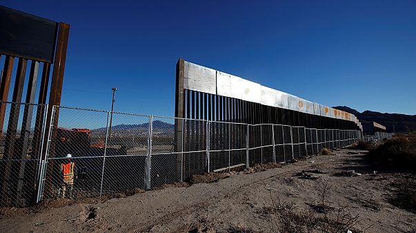 المكسيك تنتقد قرار ترامب تشييد جدار على حدودها مع الولايات المتحدة