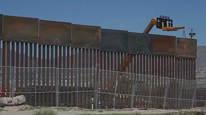 قرار متابعة بناء جدار المكسيك يثير الارتباك