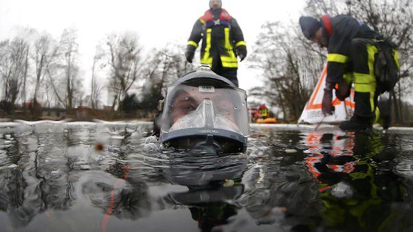 Rasiert Euch! Deutschlands Feuerwehrmänner sollen Bart abschneiden