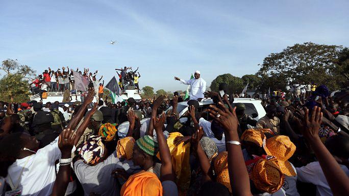 """""""Végre itthon!"""" - hazatérhetett a megválasztott gambiai elnök"""