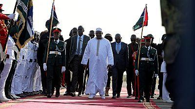 Gambie : de retour chez lui, Adama Barrow accueilli en messie