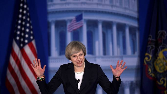 Usa: Theresa May mette in guardia Donald Trump, attento a Putin