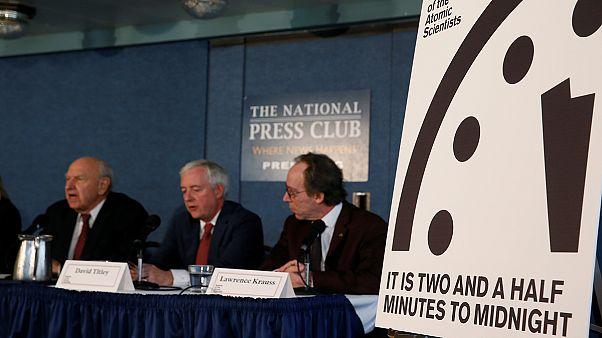 """L'orologio dell'Apocalisse indica -2'30"""" alla fine"""