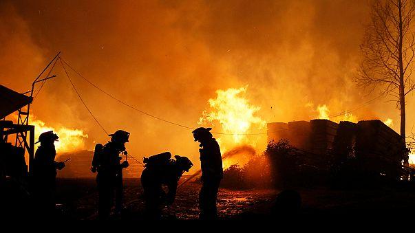 Tovább tombol a tűz Chilében