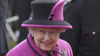 A brit királynő visszatért