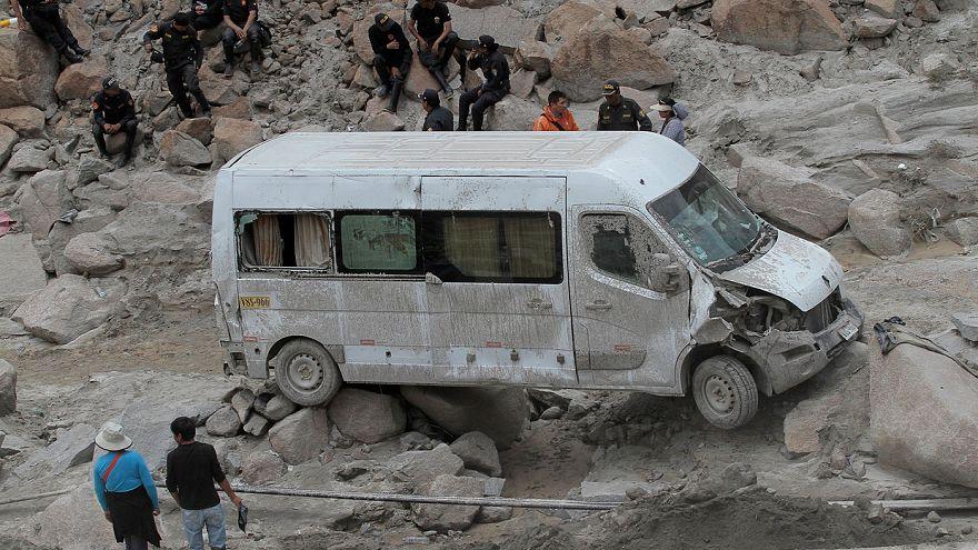 أحد عشر قتيلا في تشيلي جراء حرائق الغابات و4 قتلى في بيرو بسبب الفيضانات
