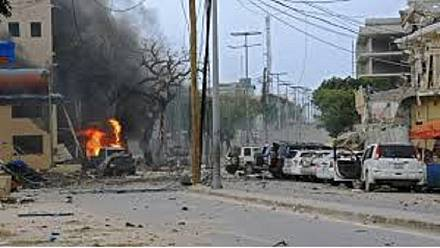 At least 7 dead after explosion outside Mogadishu hotel [no comment]