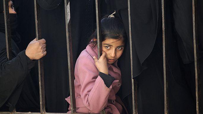 Trump, 7 Müslüman ülke vatandaşına sınırı kapattı