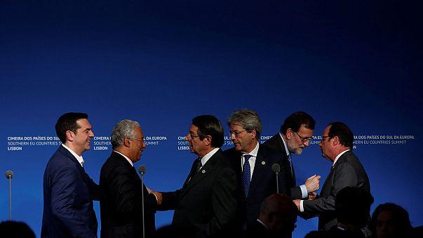 Hollande defende UE unida face a Trump na cimeira de Lisboa
