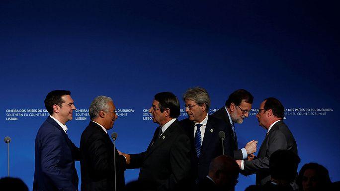 Hollande agli europei: facciamo blocco contro i valori di Trump