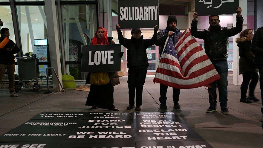 Tiltakoznak Trump menekültellenes rendelete ellen