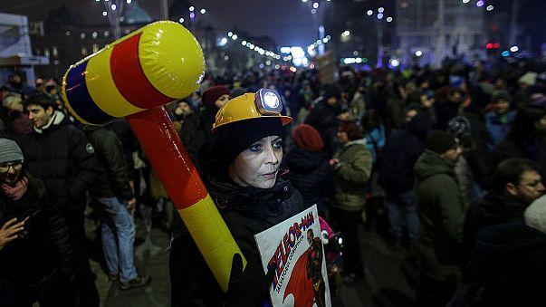 Bucareste: Protestos nas ruas contra perdão a prisioneiros