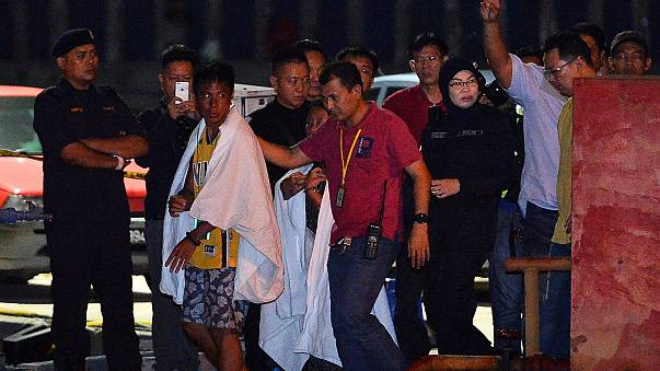 Malezya'da yolcu gemisi battı: 6 kişi kayıp