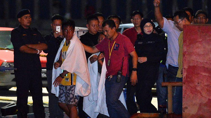 ماليزيا توسع عمليات البحث عن ستة مفقودين في حادث غرق قارب