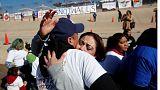 المكسيك: عناق لمناهضة الجدار
