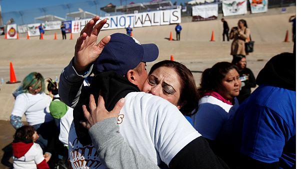 مکزیک؛ دیوار علم نکنیم، همدیگر را در آغوش بکشیم