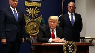 فرمان دونالد ترامپ برای ممنوعیت ورود به آمریکا و شکایت های قانونی
