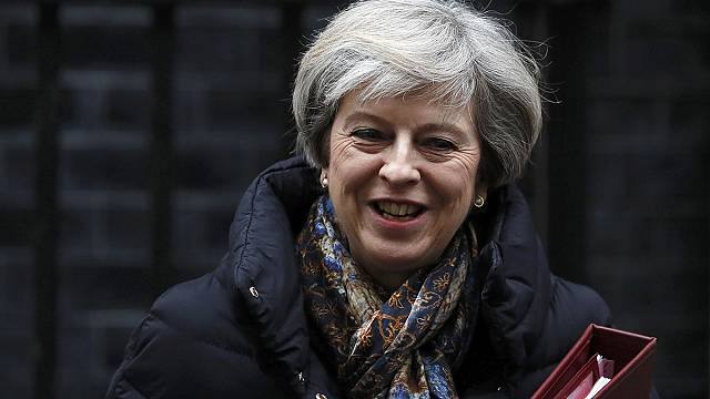 Британский парламент обсуждает Brexit, а политики ЕС критикуют указ Трампа