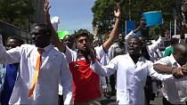 Kenyan doctors continue strike despite government negotiations [no comment]