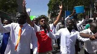 Kenyan doctors continue strike despite government negotiations [no comment]