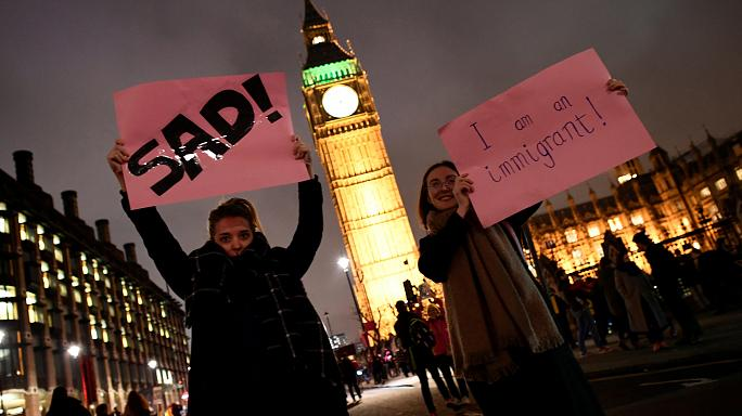 Miles de personas protestan en el Reino Unido contra el veto migratorio de Donald Trump