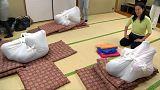 Terapia antistress embrulha adultos como bebés no Japão