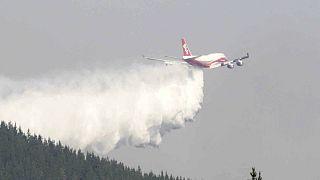 """""""Supertanque"""" americano e """"Luchin"""" russo juntos na luta aos incêndios do Chile"""