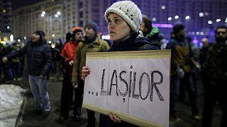 Miles de rumanos piden la dimisión del Gobierno, tras la aprobación del decreto que despenaliza la corrupción