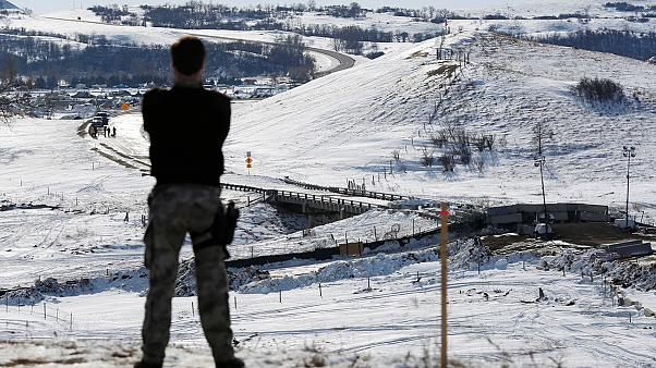 Kuzey Dakota: Petrol boru hattı protestocularının tahliyesi yolda