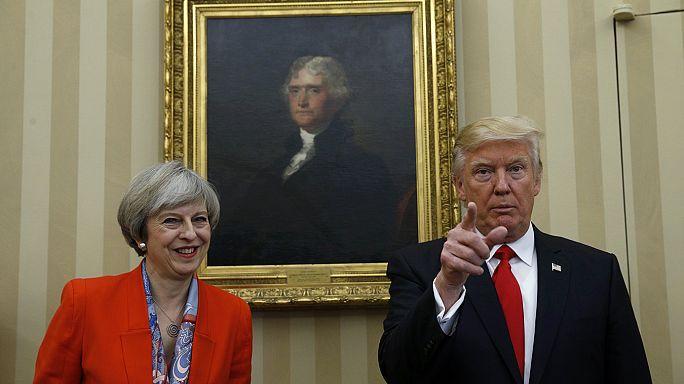 Theresa May defiende ante los comunes su polémica invitación a Donald Trump