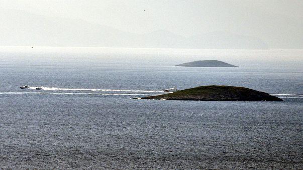 Türkiye'ye ait karakol gemisi Kardak yakınlarında bekleyişini sürdürüyor