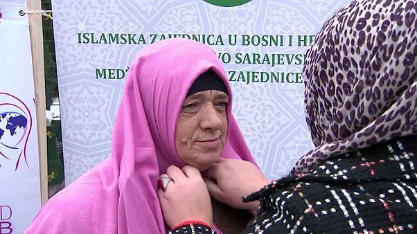 A hidzsáb világnapján muzulmán nők demonstráltak Boszniában