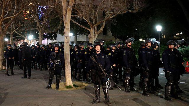 Krawalle in Berkeley: Polizei muss rechtspopulistischen Blogger in Sicherheit bringen