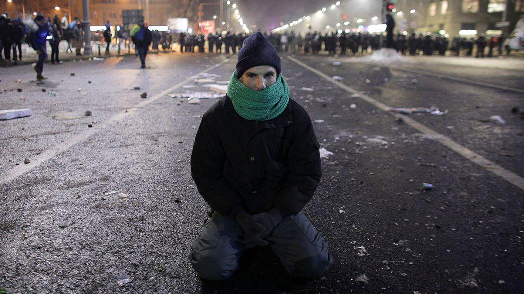 Rumanía: protestas multitudinarias por un decretazo que despenaliza ciertos delitos de corrupción.