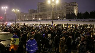 رومانيا: مظاهرات حاشدة ضد الحكومة تدفع وزيرا إلى الإستقالة