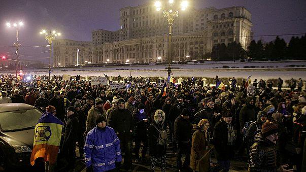 Protestas multitudinarias en Rumanía para pedir la dimisión del Gobierno