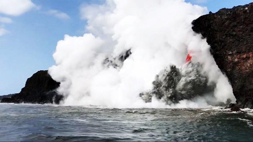 Kilauea Pasfik'e lav boşaltmaya devam ediyor