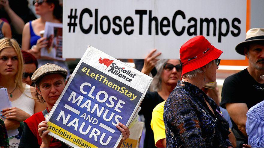 """Avustralya'dan mültecilere """"hapishane adalarında"""" soğuk karşılama"""