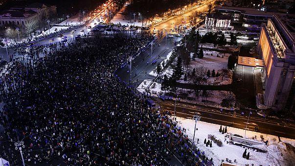 La oposición y las calles piden la dimisión del Gobierno rumano