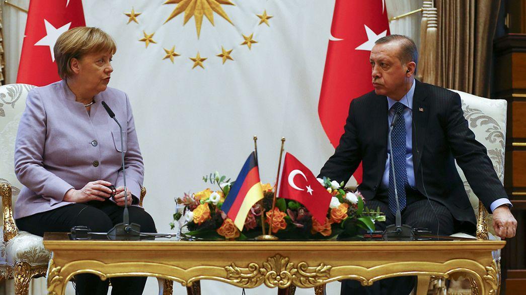 Angela Merkel a szólásszabadság fontosságát hangsúlyozta Törökországban